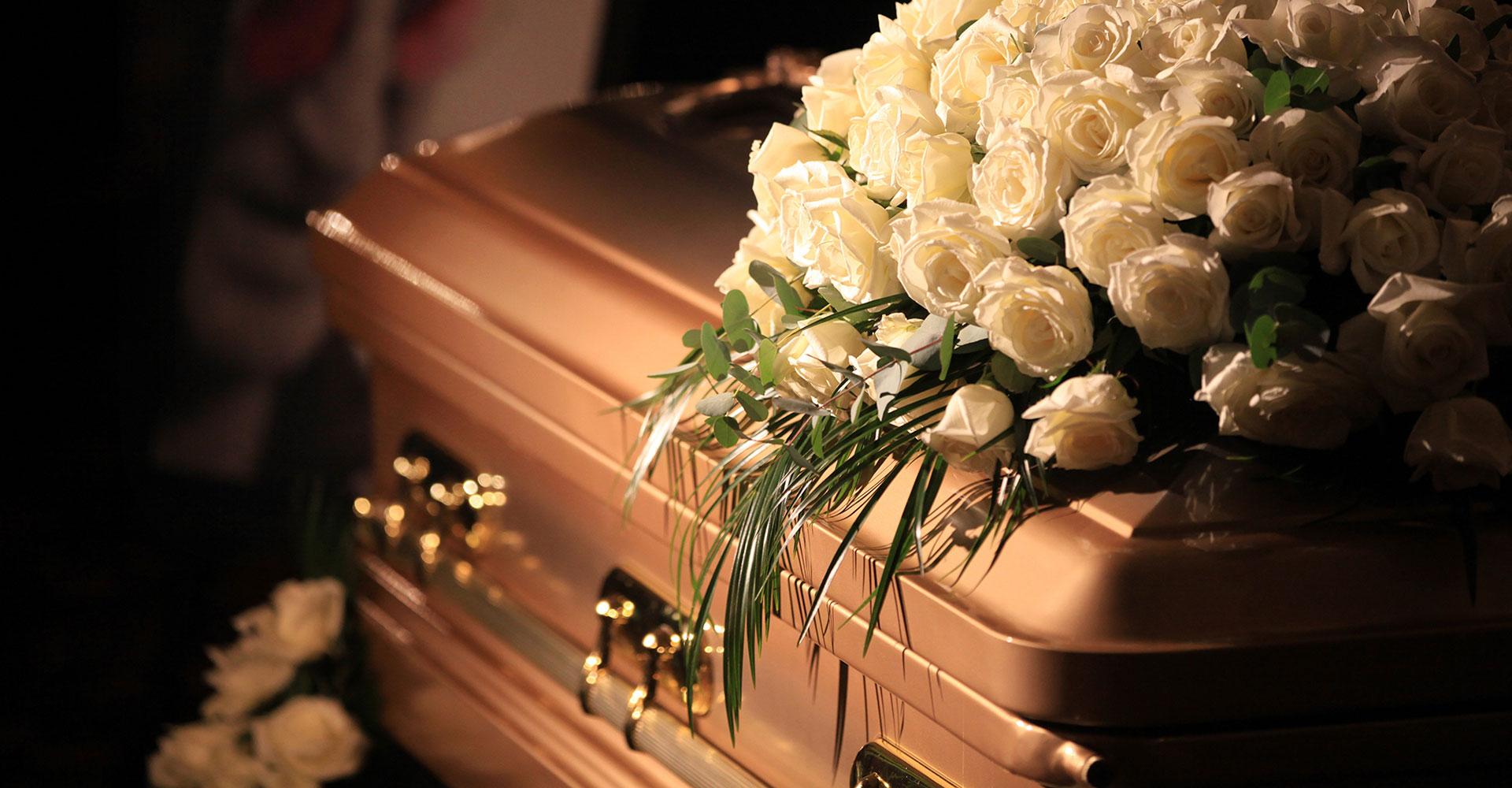 nos encargamos de cada detalle Latino funeraria
