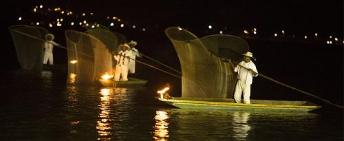 Día de Muertos en lago en Michoacán